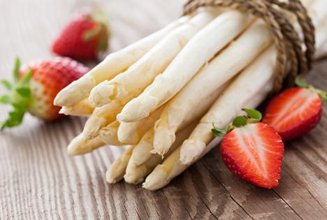 Bildquelle: Shutterstock.com Spargel Erdbeeren