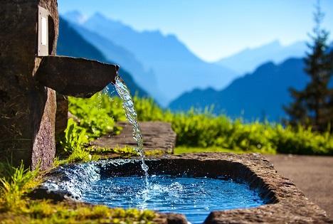 Bildquelle: Shutterstock.com Wasser Brunnen