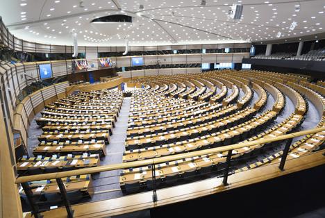Quelle: Six Dun / Shutterstock.com  The European Parliament hemicycle