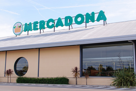Quelle: Aitor Serra Martin / Shutterstock.com  Mercadona supermarket Burriana Spain