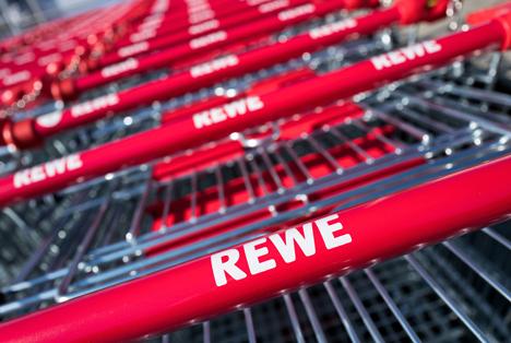 Quelle: Bjoern Wylezich / Shutterstock.com Rewe Markt Einkaufswagen OBERURSEL GERMANY