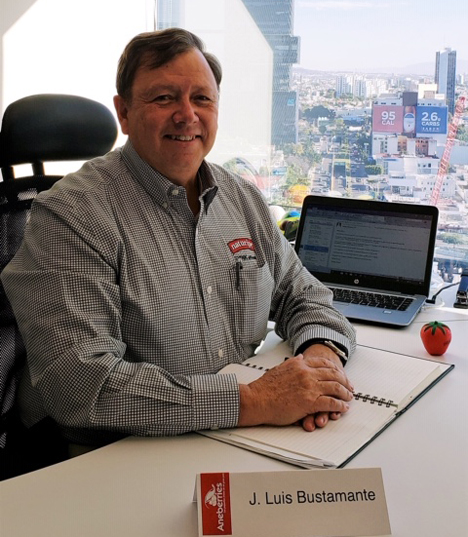 Foto © Präsident von ANEBERRIES , der Ingenieur José Luis Bustamante