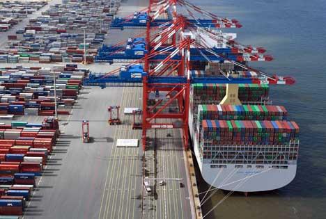 OOCL Hong Kong am EUROGATE Container Terminal Wilhelmshaven Foto © EUROGATE