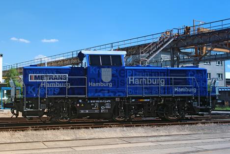 Metrans nimmt erste Hybrid-Rangier-Lok im Hamburger Hafen in Betrieb