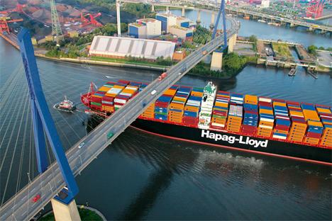 Hapag Lloyd Hamburg_Express_Hamburger Köhlbrandbrücke.jpg