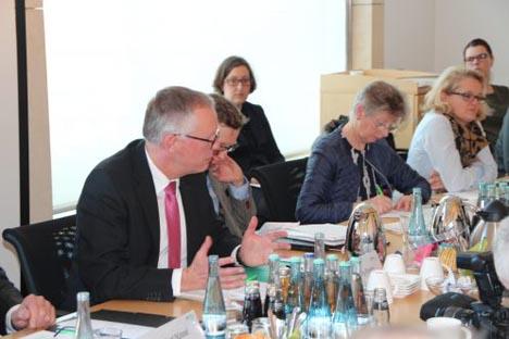 Foto DRV-Hauptgeschäftsführer Dr. Henning Ehlers (li) bei der Pressekonferenz am 21. Februar 2017.