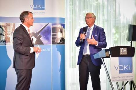 (v.l.n.r.) VDKL-Geschäftsführer Jan Peilnsteiner mit Wolfgang Bosbach (CDU)