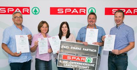Die österreichischen Landwirte freuen sich über die Unterstuetzung von SPAR. Foto © SPAR/Werner Krug