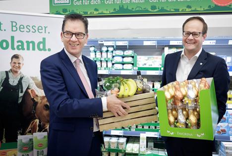 Zu Gast bei Lidl: Bundesentwicklungsminister Gerd Müller informiert sich über fairen Einkauf