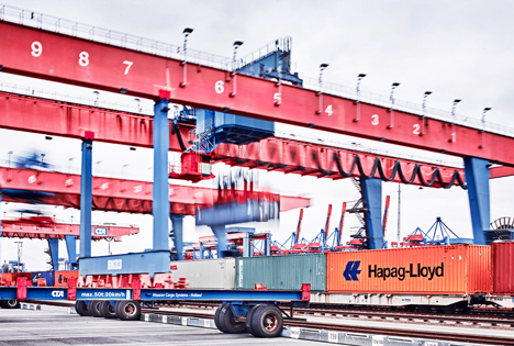 Containerumschlag per Bahnkran am Container Terminal Altenwerder. Foto © HHLA / Thies Rätzke