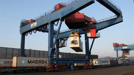 Foto © Maersk AE19 ocean-rail service