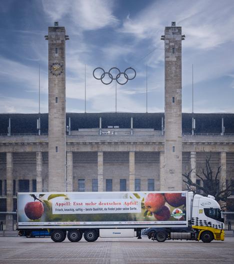 Tag des Deutschen Apfels Truck vor Olympia Stadion. Foto © BVEO Andre Wagenzik