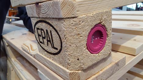 Die erste interaktive EPAL-Palette auf der LogiMAT 2018. Quelle: Fraunhofer IML / EPAL