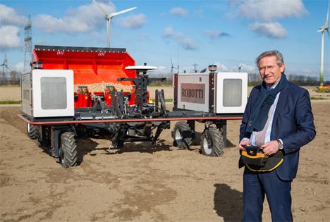 Foto: Örtlicher Bürgermeister eröffnet Kartoffelanbausaison für PotatoEurope 2021. Foto ©  PotatoEurope