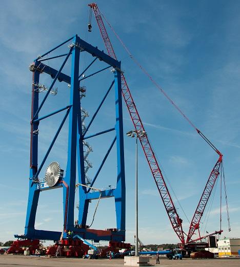 Seit Ende Juli werden am Terminal Tollerort die ersten beiden neuen Brücken montiert. Foto: HHLA