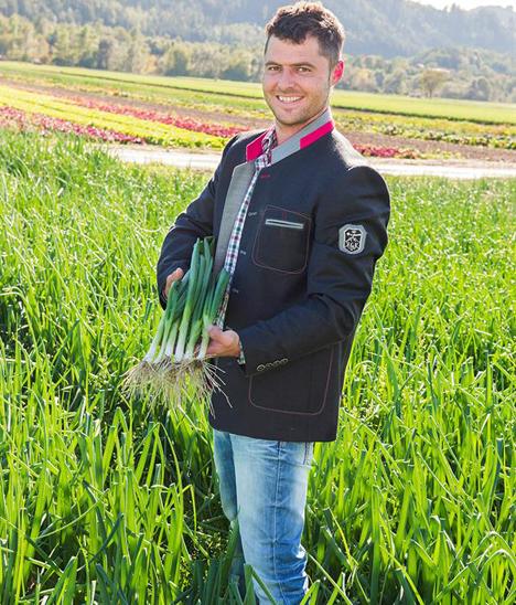 Anton Giner jun. aus Thaur beliefert SPAR mit Radieschen und Jungzwiebeln. © SPAR