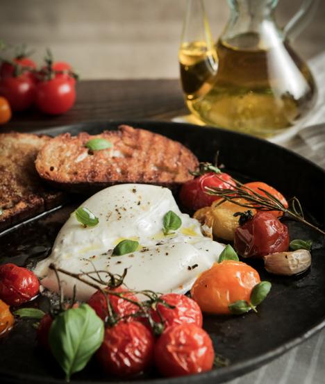 Langsam geröstete, bunte Tomaten mit Burrata. Foto © Deutschland - Mein Garten/BVEO/Simon Ruschmeyer