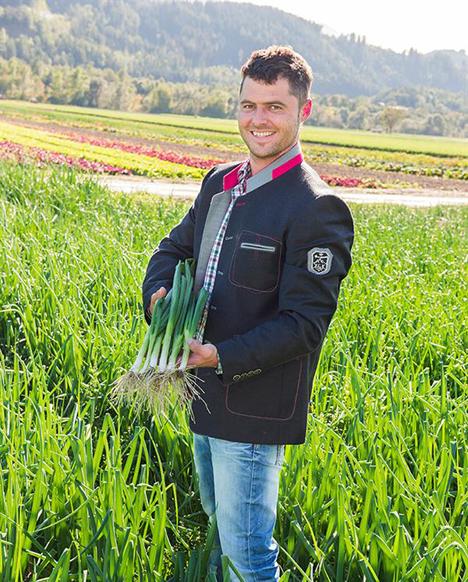 Anton Giner aus Thaur beliefert SPAR mit Radieschen und Jungzwiebeln. Foto © SPAR