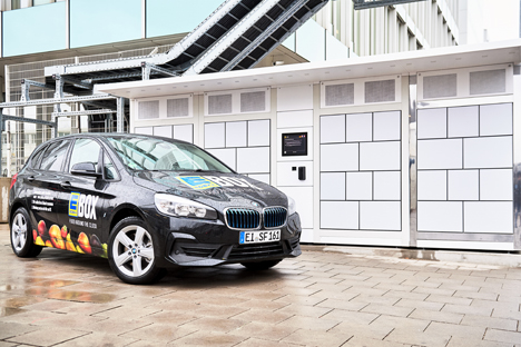 Der BMW 225xe iPerformance Active Tourer vor der Edeka Box am FIZ. Foto © BMW Group