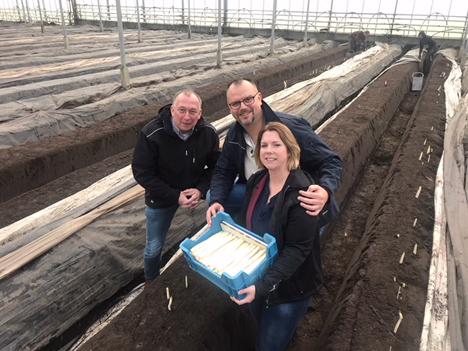 Foto: v.l.n.r.  Rick Mengers (ZON fruit & vegetables), Jan Muurmans (Teboza) und Taetske Albada (Smeding)