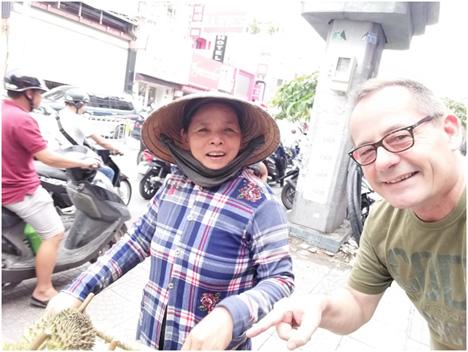 Foto: Ambulante Obstverkäuferin, Khuyen Phan. Foto © Eurofreshproduce