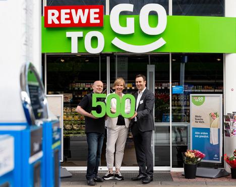 Markus Heumann, Tankstellenpächter, Mechthild Menke, Leiterin Aral Shopgeschäft, Philipp Pauly, Bereichsleiter REWE To Go. Foto © Aral & REWE To Go