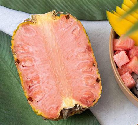 Del Monte Fresh Produce führt seine Pinkglow™-Ananas  Foto © 2020 Tropical Fruit Box