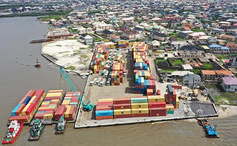 MEDLOG Barge Terminal, Lagos, Nigeria. Foto © MSC