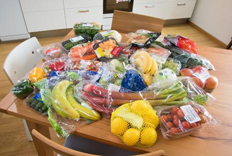 Obst und Gemüse in Plastikverpackung. Foto © NABU/S. Hennigs