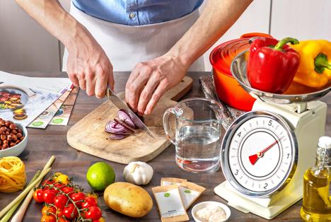 """Zu Hause kochen mit gutem Gewissen. Foto © """"obs/HelloFresh SE"""""""