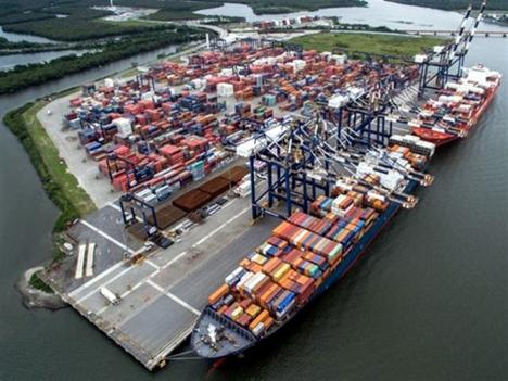 Hafen Puerto de Santos, Brasilien. Foto © SimFruit.cl
